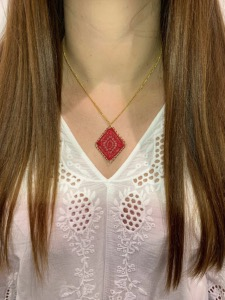 COLLIER CROCHET LOSANGE ROUGE
